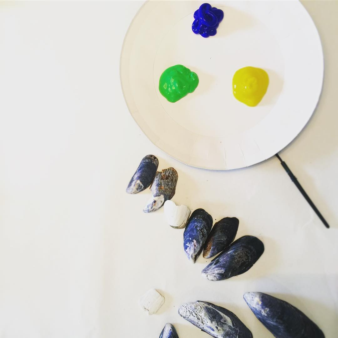 Painting shells with the little man kidscarfts mylittleartist